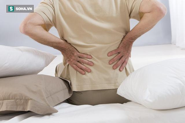 Đau lưng có phải là triệu chứng sớm của ung thư phổi: Bác sĩ chỉ cách nhận biết quan trọng - Ảnh 1.