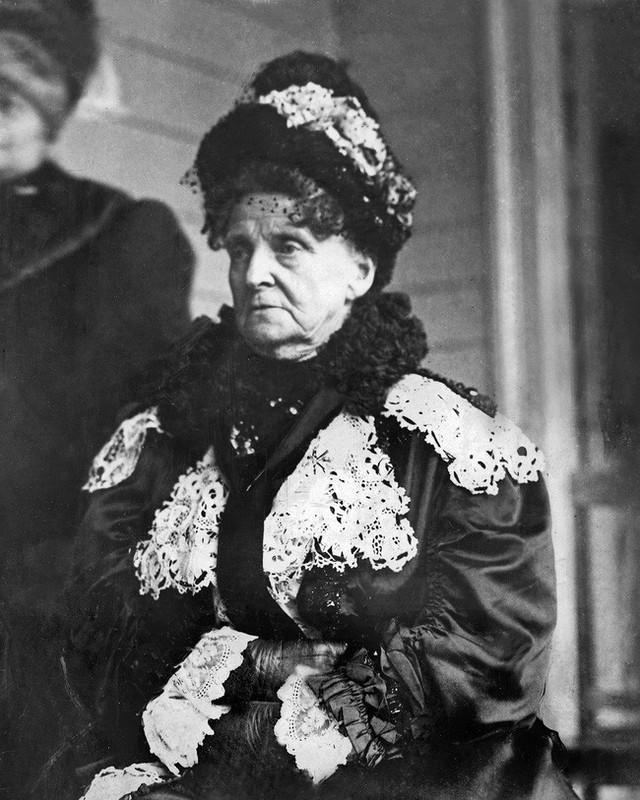 Chuyện về người đàn bà giàu nhất nước Mỹ và cuộc sống bần cùng không tưởng: Bỏ chồng vì sợ gánh nợ, hại con trai cưa cả chân - Ảnh 4.