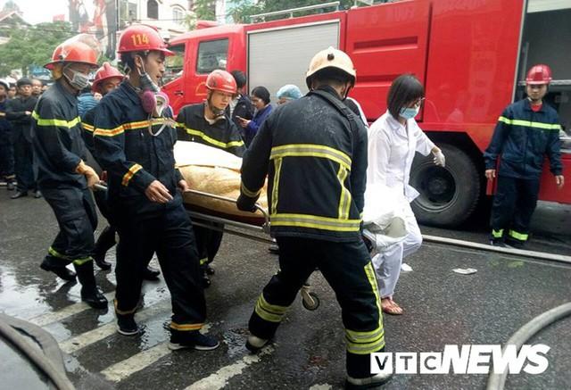 Cháy khách sạn ở Hải Phòng: Người gọi điện báo cháy đã thiệt mạng - Ảnh 1.