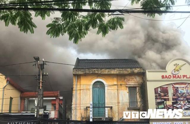 Cháy khách sạn ở Hải Phòng: Người gọi điện báo cháy đã thiệt mạng - Ảnh 2.