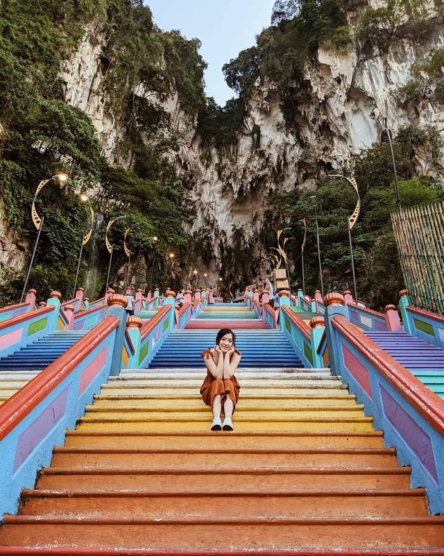 Không thể bỏ lỡ nấc thang cầu vồng 12 năm mới xuất hiện một lần tại hang động nổi tiếng nhất Malaysia - Ảnh 12.