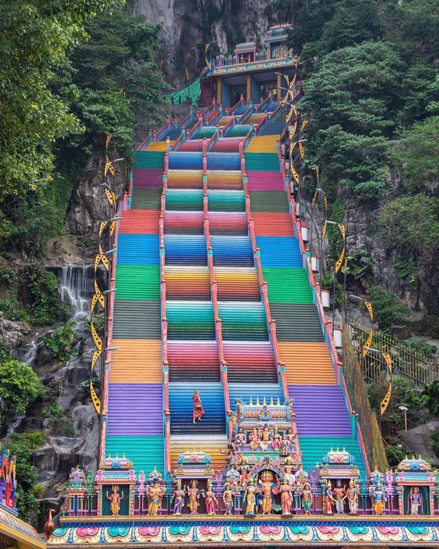 Không thể bỏ lỡ nấc thang cầu vồng 12 năm mới xuất hiện một lần tại hang động nổi tiếng nhất Malaysia - Ảnh 15.