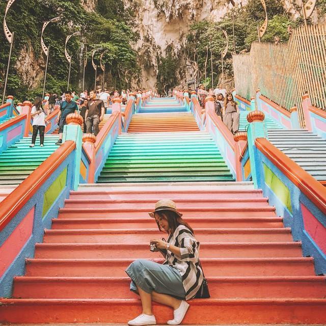 Không thể bỏ lỡ nấc thang cầu vồng 12 năm mới xuất hiện một lần tại hang động nổi tiếng nhất Malaysia - Ảnh 6.