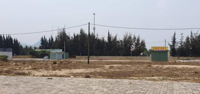 Trung tâm nhà đất mọc trái phép trên các trục đường lớn trong thời sốt đất, Quận Liên Chiểu buộc tháo dỡ trong 24h - Ảnh 1.