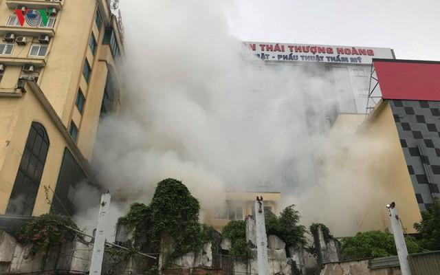 Hiện trường vụ cháy tổ hợp khách sạn, quán bar, karaoke ở TP Vinh - Ảnh 4.