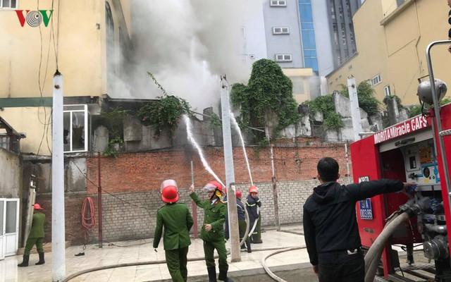 Hiện trường vụ cháy tổ hợp khách sạn, quán bar, karaoke ở TP Vinh - Ảnh 7.