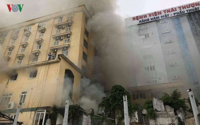 Hiện trường vụ cháy tổ hợp khách sạn, quán bar, karaoke ở TP Vinh - Ảnh 8.
