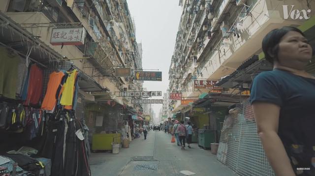 Chính sách kỳ lạ khiến Hong Kong còn nhiều đất chưa khai thác nhưng giá bất động sản vẫn cao nhất thế giới, hàng trăm nghìn người phải sống trong lồng - Ảnh 4.