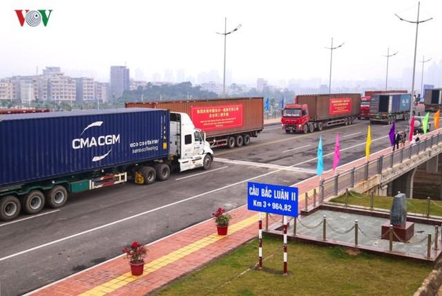 Chính thức thông quan cầu Bắc Luân II nối Việt Nam - Trung Quốc - Ảnh 11.