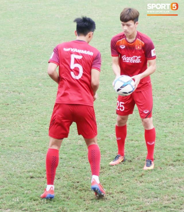 2 ngày trước khi thầy Park chốt danh sách, Đình Trọng vẫn không thể tập luyện - Ảnh 4.