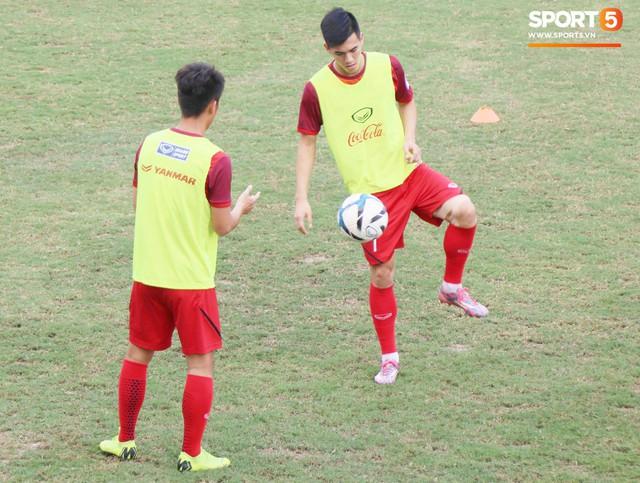 2 ngày trước khi thầy Park chốt danh sách, Đình Trọng vẫn không thể tập luyện - Ảnh 6.