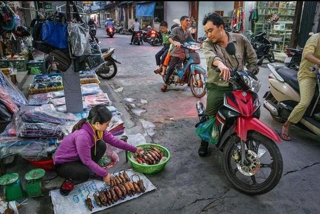 Khi nhà báo Tây thử món chuột đồng Việt Nam - Ảnh 9.
