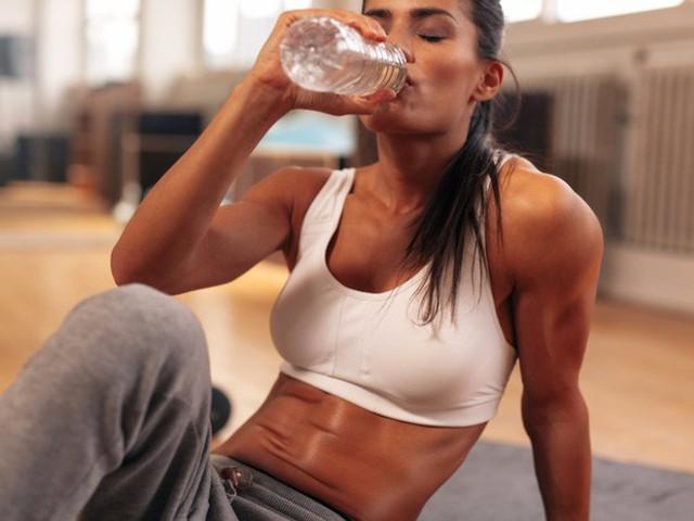 Tạp chí Business Insider: Nước đóng chai chính là cú lừa lớn nhất thế kỷ 21 - Ảnh 3.