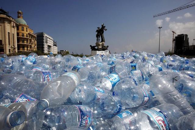Tạp chí Business Insider: Nước đóng chai chính là cú lừa lớn nhất thế kỷ 21 - Ảnh 13.
