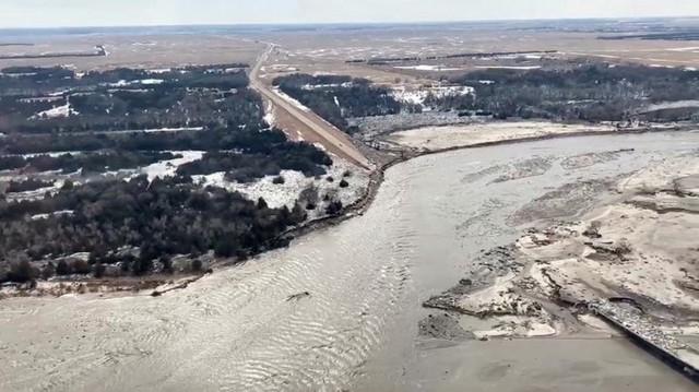 Lũ lụt lịch sử ở Mỹ khiến 74 thành phố phải ban bố tình trạng khẩn cấp - Ảnh 13.