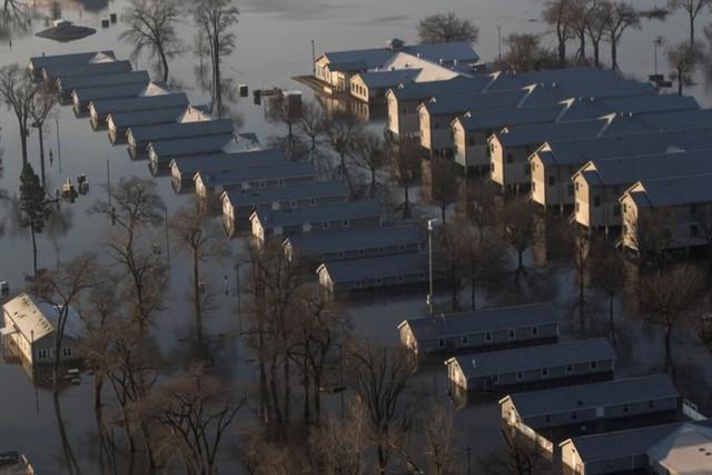 Lũ lụt lịch sử ở Mỹ khiến 74 thành phố phải ban bố tình trạng khẩn cấp - Ảnh 14.