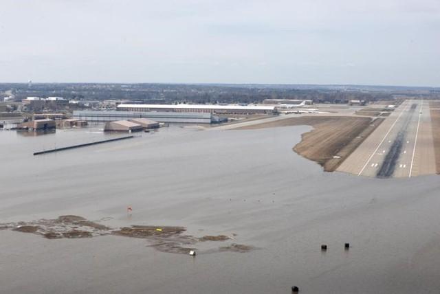 Lũ lụt lịch sử ở Mỹ khiến 74 thành phố phải ban bố tình trạng khẩn cấp - Ảnh 16.