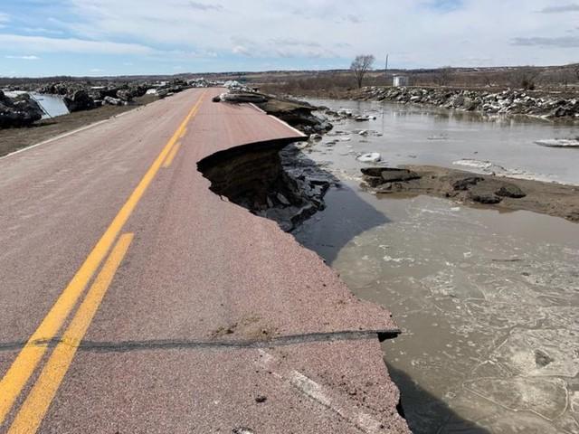 Lũ lụt lịch sử ở Mỹ khiến 74 thành phố phải ban bố tình trạng khẩn cấp - Ảnh 17.