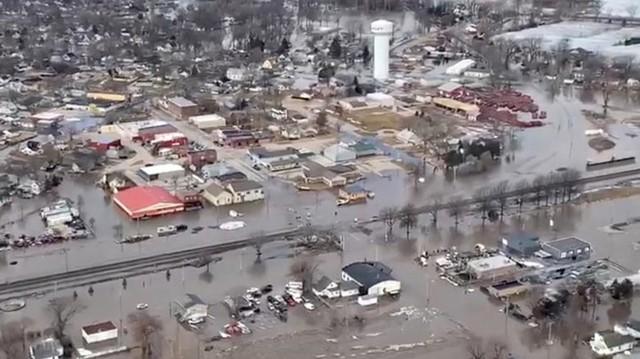 Lũ lụt lịch sử ở Mỹ khiến 74 thành phố phải ban bố tình trạng khẩn cấp - Ảnh 18.