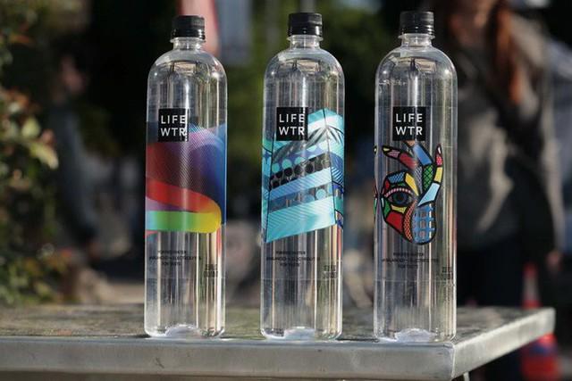 Tạp chí Business Insider: Nước đóng chai chính là cú lừa lớn nhất thế kỷ 21 - Ảnh 6.