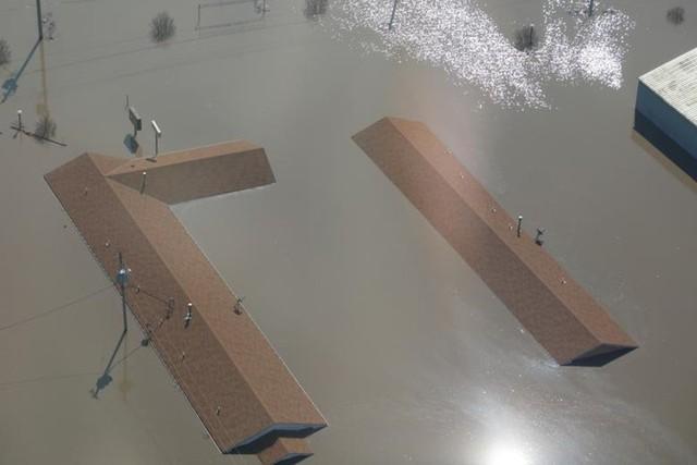 Lũ lụt lịch sử ở Mỹ khiến 74 thành phố phải ban bố tình trạng khẩn cấp - Ảnh 4.