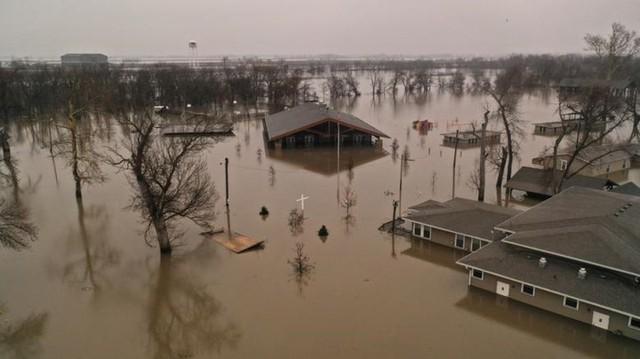 Lũ lụt lịch sử ở Mỹ khiến 74 thành phố phải ban bố tình trạng khẩn cấp - Ảnh 5.