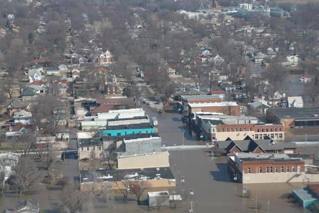 Lũ lụt lịch sử ở Mỹ khiến 74 thành phố phải ban bố tình trạng khẩn cấp - Ảnh 6.
