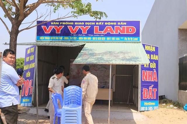 Đà Nẵng tháo dỡ hàng loạt văn phòng nhà đất trái phép - Ảnh 1.
