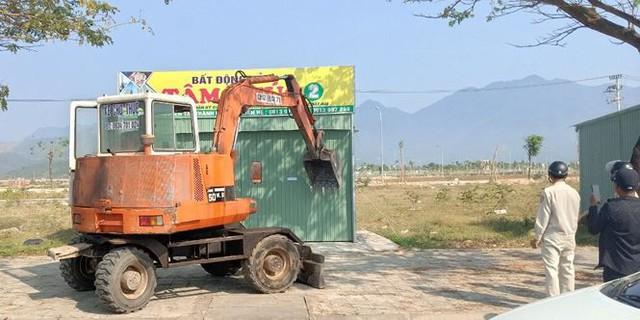 Đà Nẵng tháo dỡ hàng loạt văn phòng nhà đất trái phép - Ảnh 2.