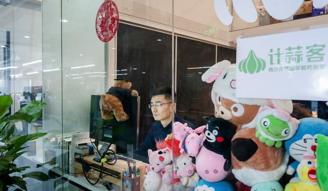 Cơn ác mộng ở Thung lũng Silicon Trung Quốc: Không có thời gian để ngủ, không thể có con, làm việc đến kiệt sức khi chưa tới 30 tuổi - Ảnh 1.