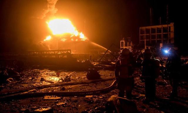 Hiện trường nổ nhà máy hóa chất Trung Quốc khiến gần 700 người thương vong - Ảnh 2.