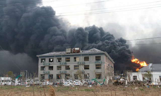 Hiện trường nổ nhà máy hóa chất Trung Quốc khiến gần 700 người thương vong - Ảnh 3.