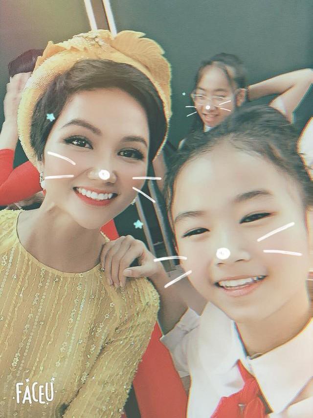 Giật mình với giá tiền đôi giày mà HHen Niê khen xuất sắc, quả không hổ danh Hoa hậu giản dị nhất showbiz - Ảnh 3.