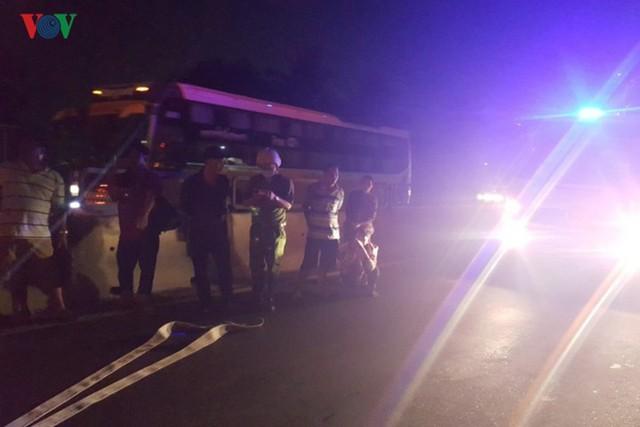 Ảnh: Hiện trường xe khách bốc cháy dữ dội trên Quốc lộ 1A - Ảnh 5.