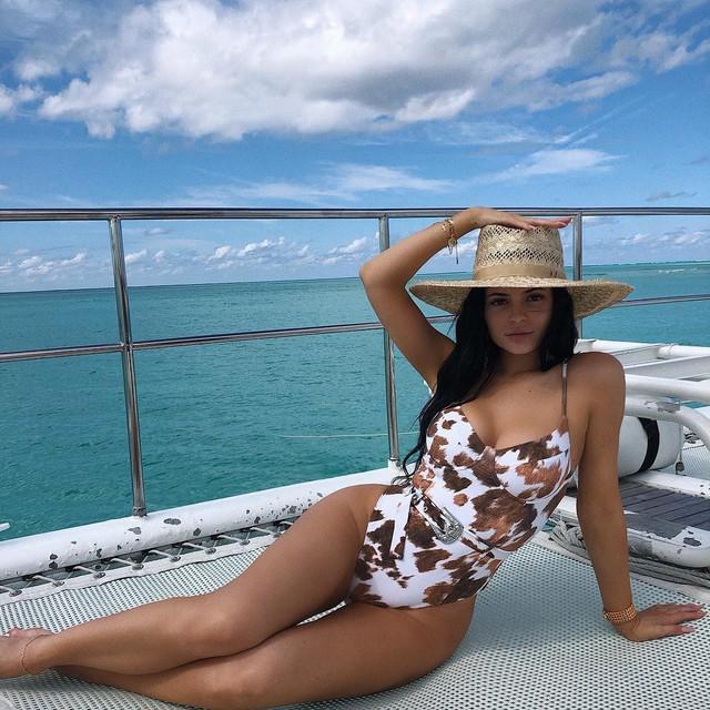 Loạt sở thích du lịch đúng chuẩn quăng tiền ra cửa sổ của Kylie Jenner - nữ tỷ phú tự thân trẻ nhất thế giới - Ảnh 1.