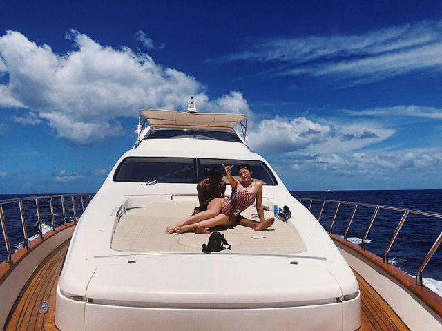 Loạt sở thích du lịch đúng chuẩn quăng tiền ra cửa sổ của Kylie Jenner - nữ tỷ phú tự thân trẻ nhất thế giới - Ảnh 2.