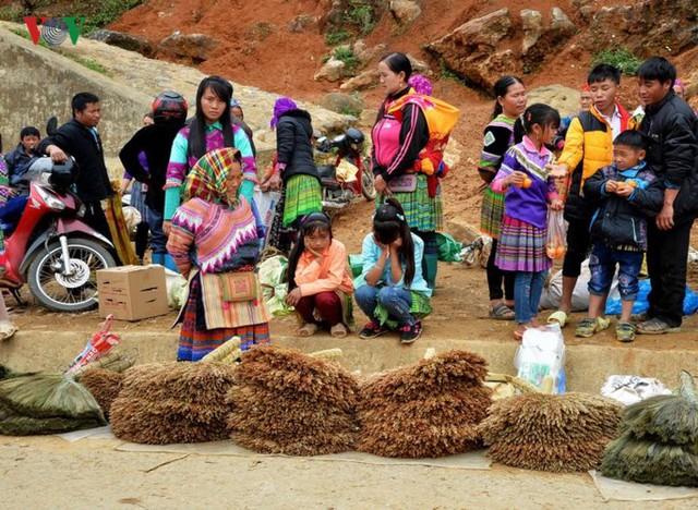 Chợ phiên Cán Cấu - nét độc đáo vùng cao Tây Bắc - Ảnh 1.