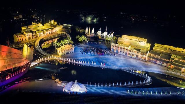 Reuters ghi nhận Hội An sở hữu chương trình biểu diễn thực cảnh hấp dẫn thế giới - Ảnh 2.