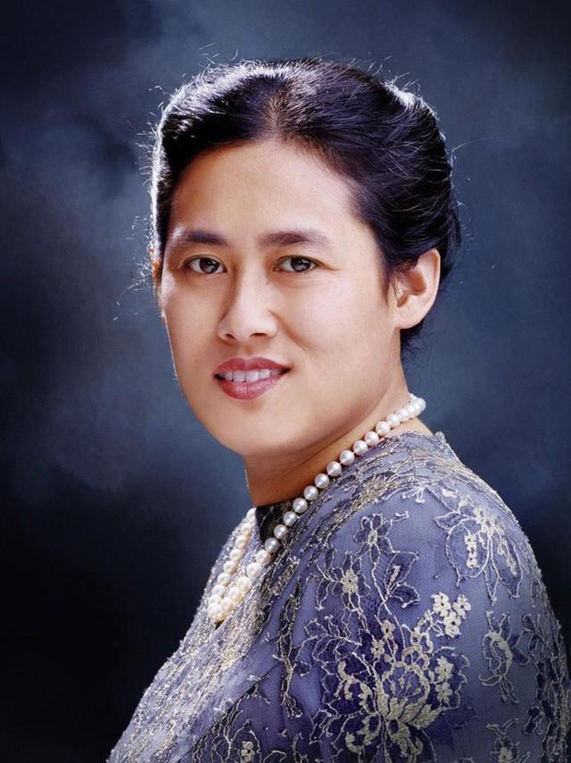 3 nàng công chúa nổi tiếng Thái Lan: Nhan sắc ở mức thường thường bậc trung nhưng ai cũng phải kiêng nể, đến cánh đàn ông cũng bái phục - Ảnh 4.
