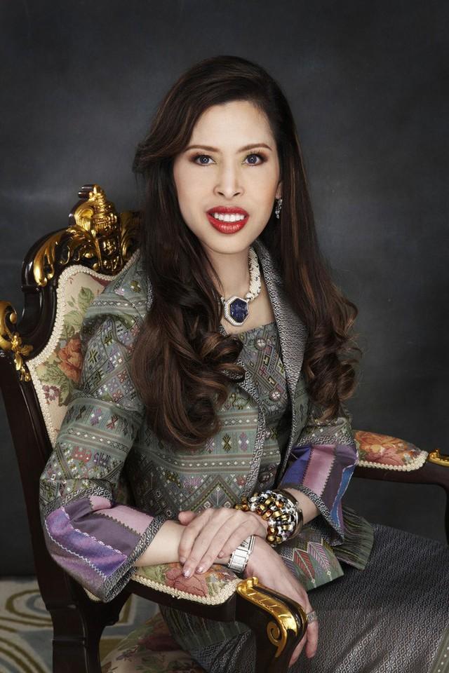 3 nàng công chúa nổi tiếng Thái Lan: Nhan sắc ở mức thường thường bậc trung nhưng ai cũng phải kiêng nể, đến cánh đàn ông cũng bái phục - Ảnh 6.