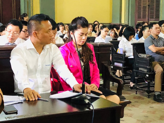 Tòa tuyên án: Ông Vũ sở hữu toàn bộ Tập đoàn Trung Nguyên, bà Lê Hoàng Diệp Thảo nhận tiền, vàng, đất... trị giá 4.275 tỷ đồng - Ảnh 1.