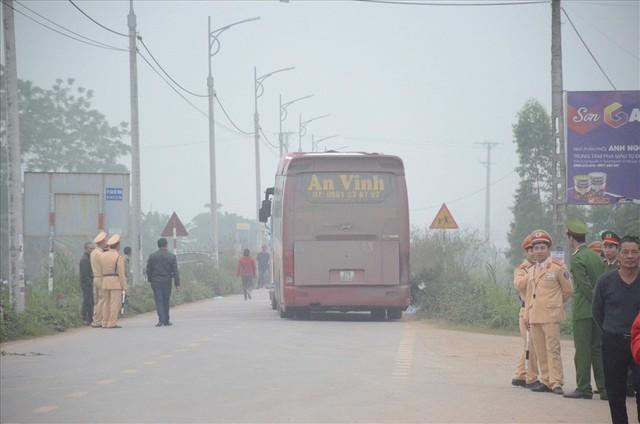 Vụ tai nạn 7 người chết: Cố gắng báo hiệu nhưng tài xế vẫn lao tới - Ảnh 1.