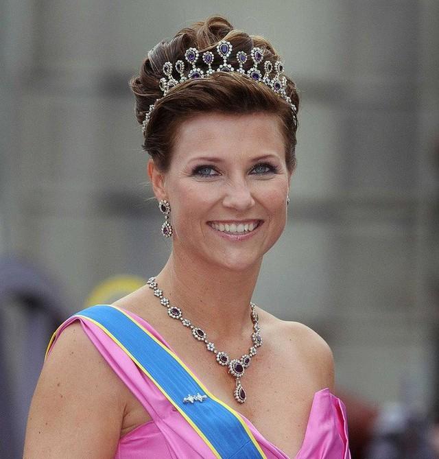 Bên cạnh 2 nàng dâu Hoàng gia Anh, thế giới vẫn còn những công nương và công chúa khác xinh đẹp, quyến rũ và quyền lực đến thế này - Ảnh 3.