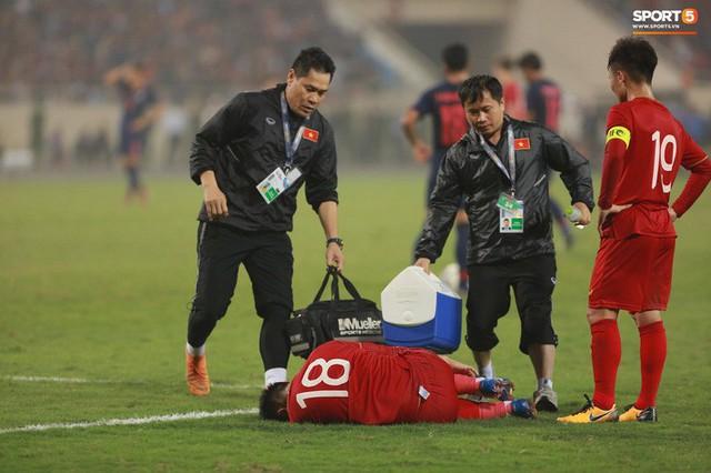 HLV thủ môn U23 Việt Nam kiêm luôn chăm sóc y tế và đây là lý do khiến mọi người bất ngờ - Ảnh 1.