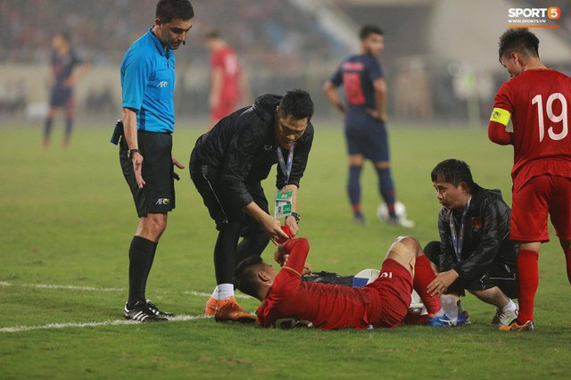 HLV thủ môn U23 Việt Nam kiêm luôn chăm sóc y tế và đây là lý do khiến mọi người bất ngờ - Ảnh 2.