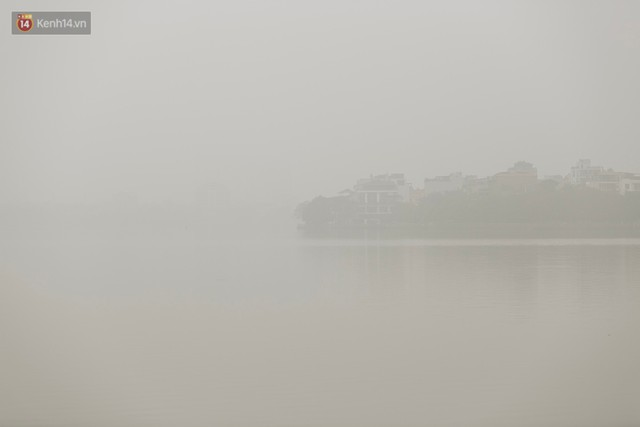 Hà Nội ngập trong màn sương mù mịt bao phủ tầm nhìn: Tình trạng ô nhiễm không khí đáng báo động! - Ảnh 18.
