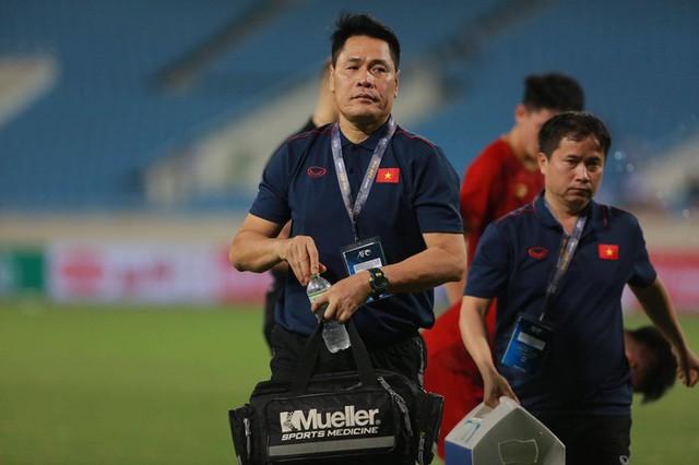 HLV thủ môn U23 Việt Nam kiêm luôn chăm sóc y tế và đây là lý do khiến mọi người bất ngờ - Ảnh 3.