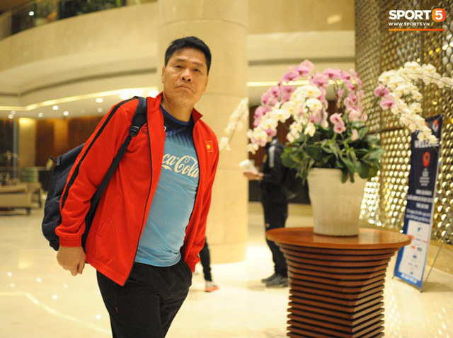 HLV thủ môn U23 Việt Nam kiêm luôn chăm sóc y tế và đây là lý do khiến mọi người bất ngờ - Ảnh 4.