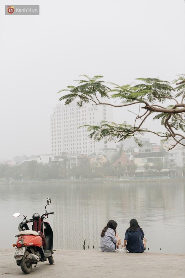 Hà Nội ngập trong màn sương mù mịt bao phủ tầm nhìn: Tình trạng ô nhiễm không khí đáng báo động! - Ảnh 5.