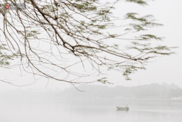 Hà Nội ngập trong màn sương mù mịt bao phủ tầm nhìn: Tình trạng ô nhiễm không khí đáng báo động! - Ảnh 6.